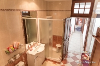 Left bathroom/en suite